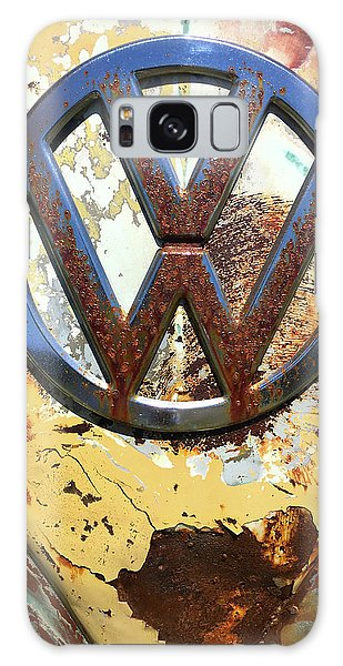 Galaxy Case featuring the photograph Vw Volkswagen Emblem With Rust by Kelly Hazel