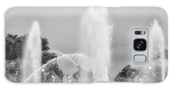 Water Spray - Swann Fountain - Philadelphia In Black And White Galaxy Case by Bill Cannon