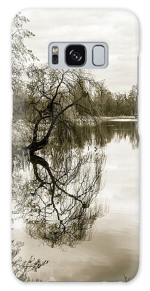 Weeping Willow Tree In The Winter Galaxy Case