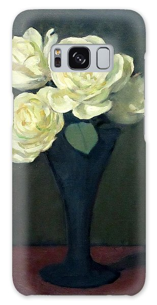 Four Off-white Roses In Trumpet Vase Galaxy Case