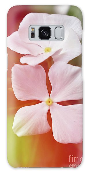 White Vinca With Vivid Highligts  Galaxy Case