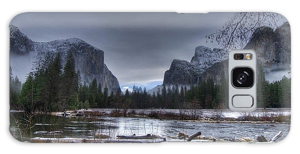 Wintery Yosemite Valley View Galaxy Case