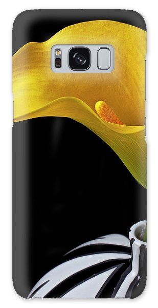 Lily Galaxy Case - Yellow Calla Lily In Black And White Vase by Garry Gay