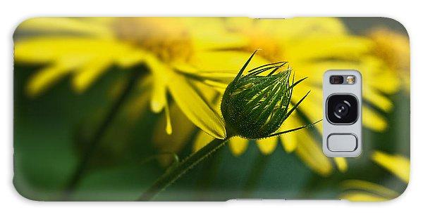 Yellow Daisy Bud Galaxy Case