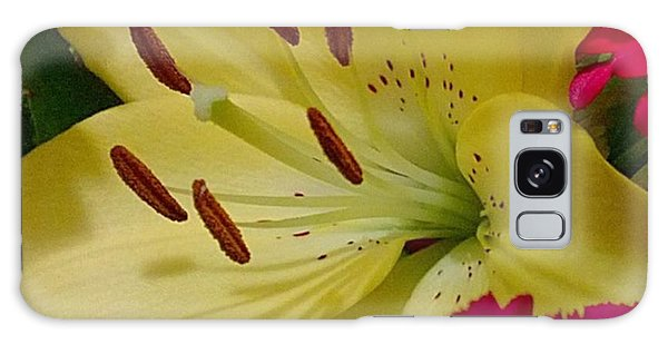 Florals Galaxy Case - #yellow #lily Detail. Love The Pollen by Shari Warren