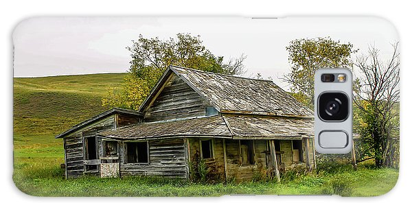 Abondened Old Farm Houese And Estates Dot The Prairie Landscape, Galaxy Case
