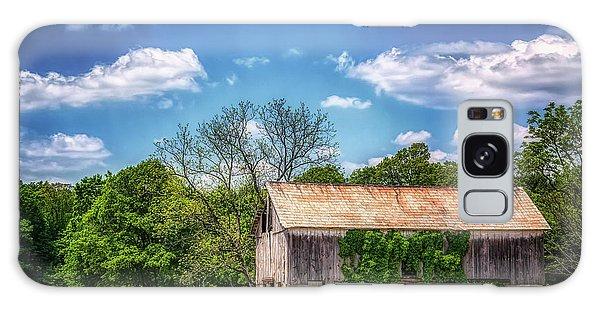 Countryside Galaxy Case - Barn With Ivy by Tom Mc Nemar