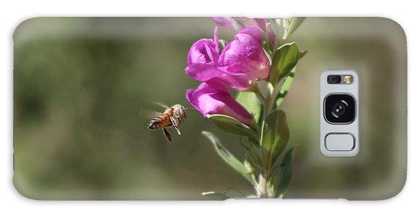 Bee Flying Towards Ultra Violet Texas Ranger Flower Galaxy Case