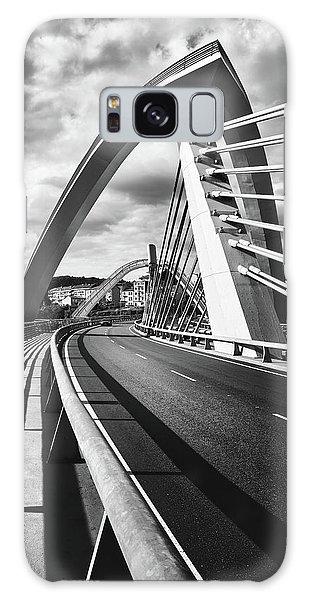 Black And White Version Of The Millennium Bridge Galaxy Case