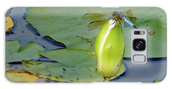Dragonfly On Liliy Bud Galaxy Case