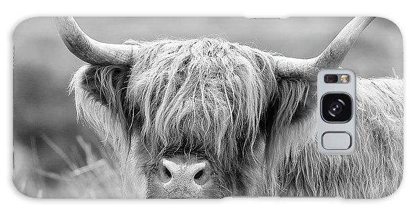 Face-to-face With A Highland Cow - Monochrome Galaxy Case
