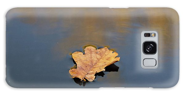 Golden Leaf On Water Galaxy Case