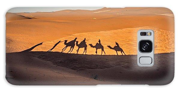 Caravan Galaxy Case - Long Shadows Of Camel Caravan In The by Luisa Puccini
