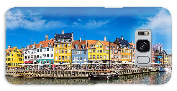 Docked Boats Galaxy Case - Nyhavn District Is One Of The Most by S-f