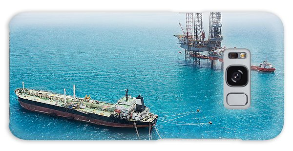 Technology Galaxy Case - Oil Tanker And Oil Rig In The Gulf by Kanok Sulaiman