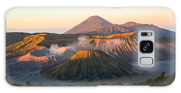 Scenery Galaxy Case - Sunrise At Mount Bromo Volcano, The by Twstock
