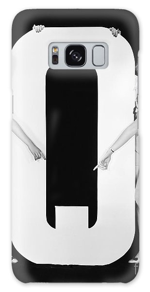 Two People Galaxy Case - Two Women Pointing At Huge Letter Q by Everett Collection
