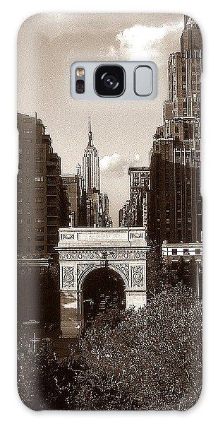 Washington Arch And New York University - Vintage Photo Art Galaxy Case