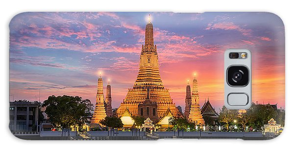 Spirituality Galaxy Case - Wat Arun Night View Temple In Bangkok by Anek.soowannaphoom