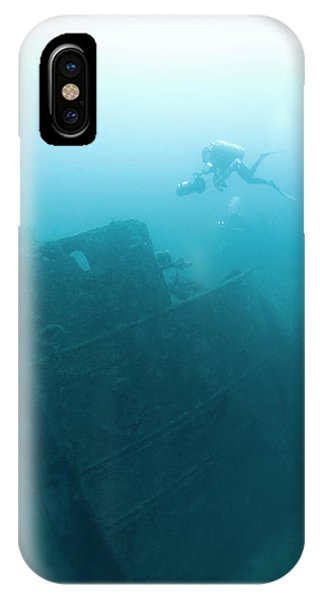 Diver At 'northern Light' Shipwreck Phone Case by Noaa