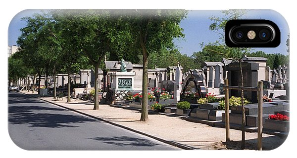 Pere Lachaise IPhone Case