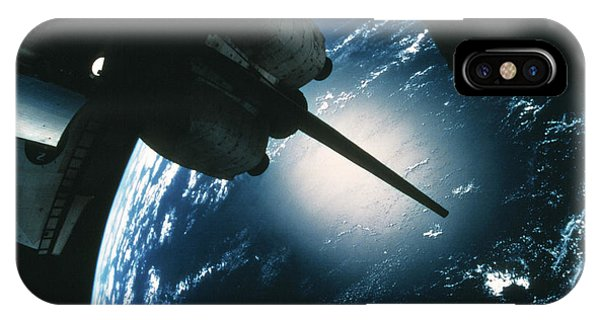 International Space Station iPhone Case - Space Shuttle Discovery by Nasa/science Photo Library