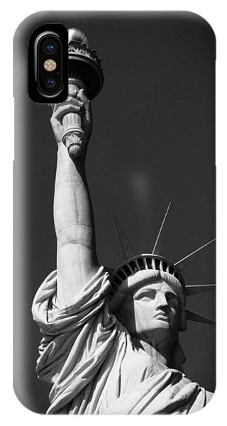 Battery D iPhone Case - Statue Of Liberty In Black And White by Dan Sproul