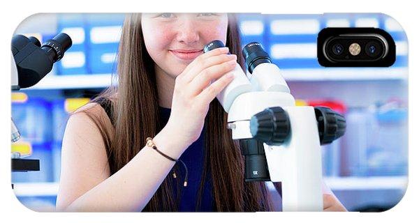 Girl Using Microscope Phone Case by Wladimir Bulgar/science Photo Library