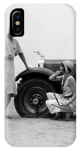 Old Fashioned iPhone Case - 1930s Two Women Confront An Automobile by Vintage Images