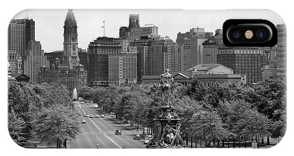 Washington Monument iPhone Case - 1950s Benjamin Franklin Parkway Looking by Vintage Images