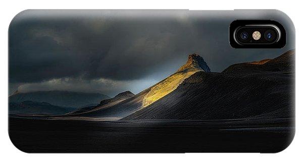 Black Sand iPhone Case - A?a?ristindur - Highlands Iceland by Ronny Olsson
