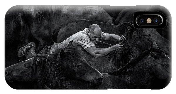 Struggle iPhone Case - Aloitador by Alfonso Maseda Varela