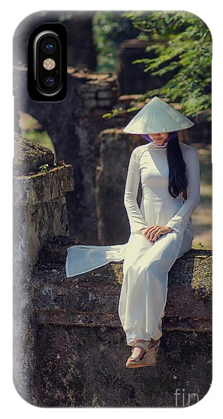 Ao Dai White IPhone Case