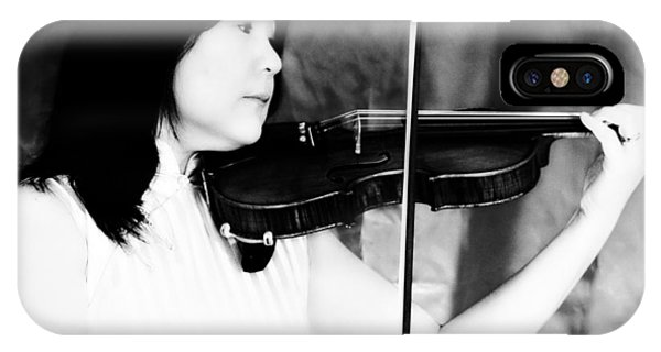 Asian Woman Playing The Violin Phone Case by David Zoppi