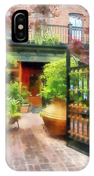 Baltimore - Restaurant Courtyard Fells Point IPhone Case