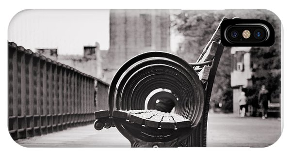 Bench's Circles And Brooklyn Bridge - Brooklyn Heights Promenade - New York City IPhone Case