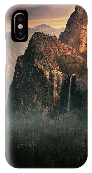 Us National Parks iPhone Case - Bridalveil Fall, Yosemite by David George