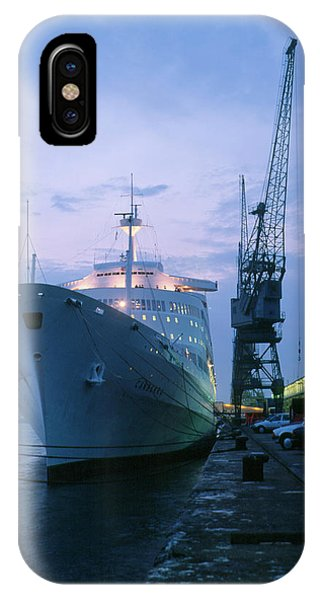 Canberra iPhone Case - Canberra Cruise Liner In Harbour by Martin Bond/science Photo Library