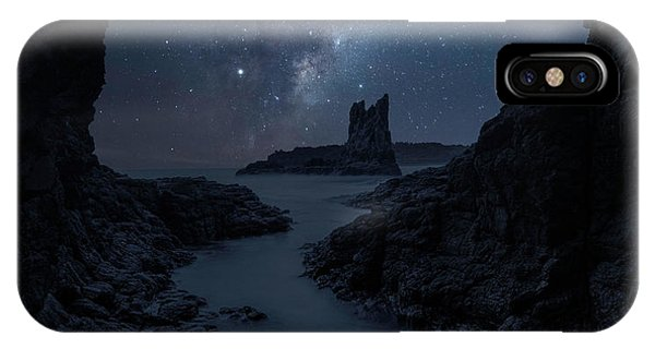 Australia iPhone Case - Cathedral Rock by Jingshu Zhu