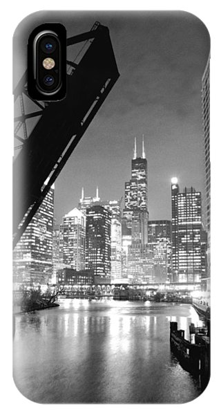 University Of Illinois iPhone Case - Chicago Skyline - Black And White Sears Tower by Horsch Gallery