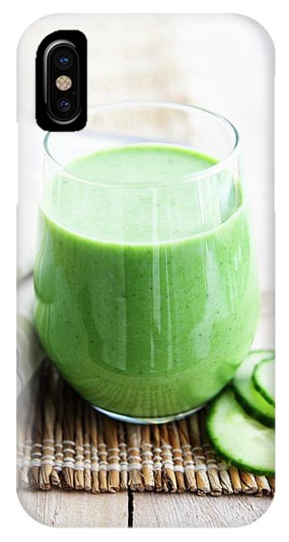 Smoothie iPhone Case - Cucumber Apple And Kale Smoothie by Gustoimages