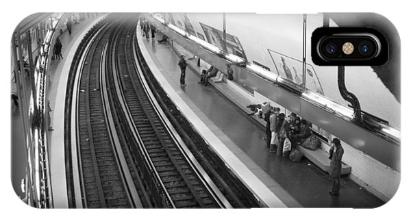 Paris Metro iPhone Case - Curve by Sebastian Musial