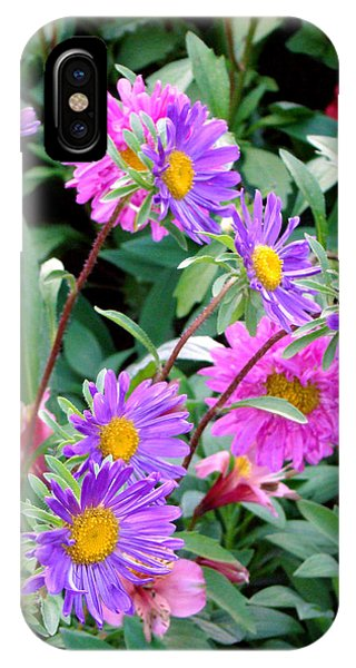 Daisy Flowers  Phone Case by Sanjeewa Marasinghe