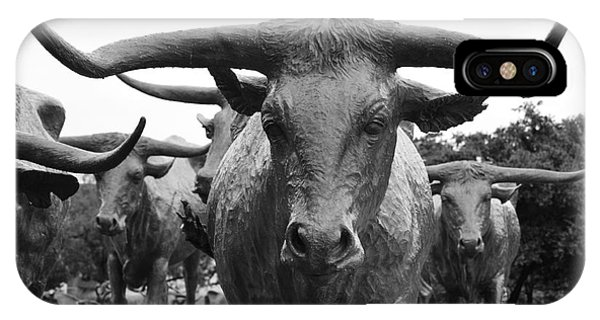 Dallas Texas Pioneer Plaza Longhorn Cattle Drive Bronze Sculpture Black And White IPhone Case
