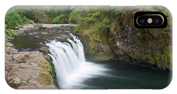 Basalt iPhone Case - Eagle Creek Flows Over A Basalt Block by William Sutton