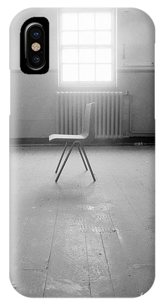 Empty Chair Phone Case by Larry Dunstan/science Photo Library