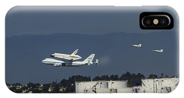 Endeavor Foies First Of Two Flyovers Over Lax IPhone Case