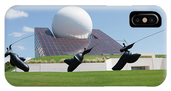 Futuroscope Pavillon And Statues Phone Case by Pascal Goetgheluck/science Photo Library