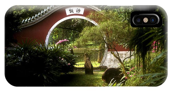 Garden Moon Gate 21e IPhone Case