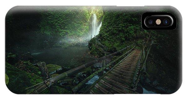 Waterfall iPhone Case - Git Git by Juan Pablo De